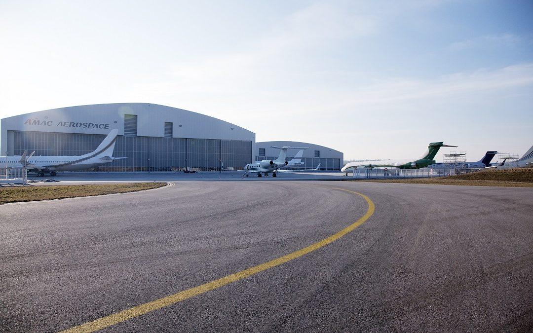 Gogo 2Ku Inflight System Installation on a wide-body Boeing
